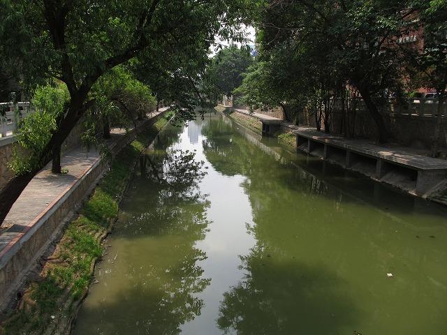 river_sidewalk_s.jpg